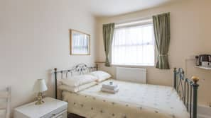 Premium bedding, iron/ironing board, free WiFi, wheelchair access