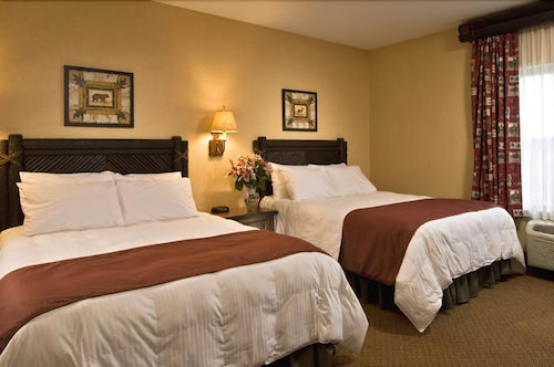 Room, Six Flags Lodge & Indoor Waterpark