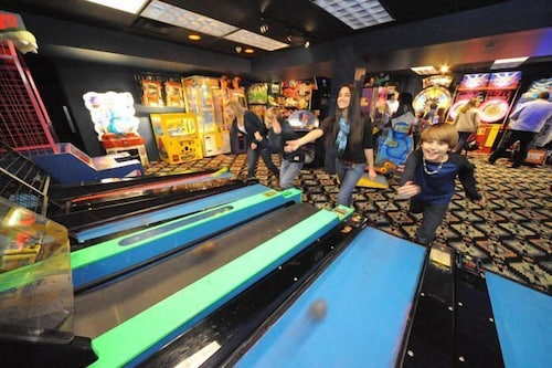 Game Room, Six Flags Lodge & Indoor Waterpark