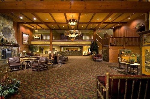 Lobby, Six Flags Lodge & Indoor Waterpark
