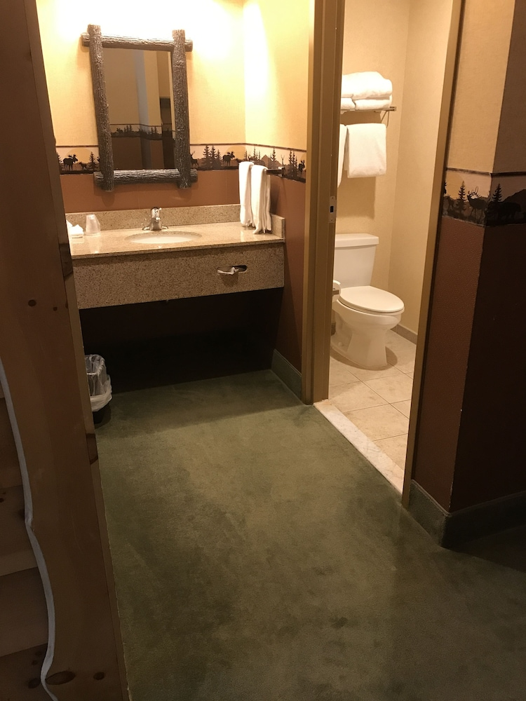 Bathroom, Six Flags Lodge & Indoor Waterpark