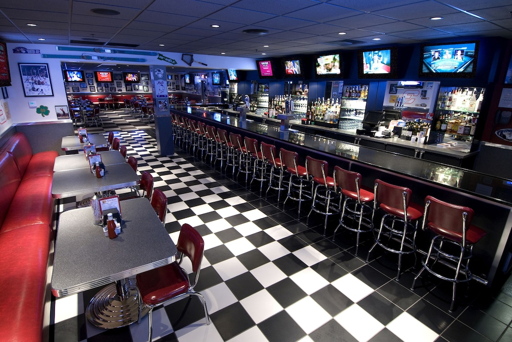 Sports Bar, Six Flags Lodge & Indoor Waterpark