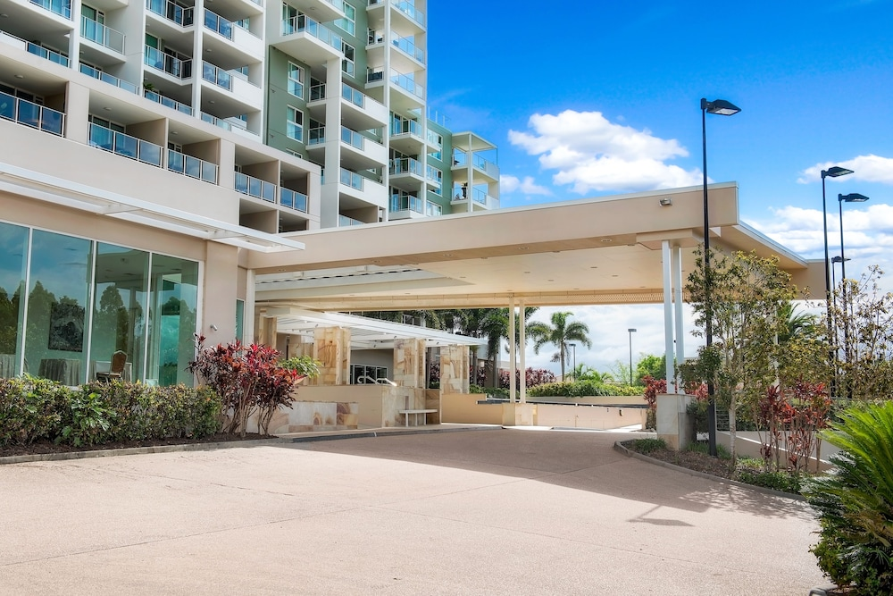Property Entrance, The Sebel Pelican Waters