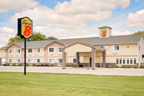 Great Place to stay Super 8 by Wyndham Emmetsburg near Emmetsburg