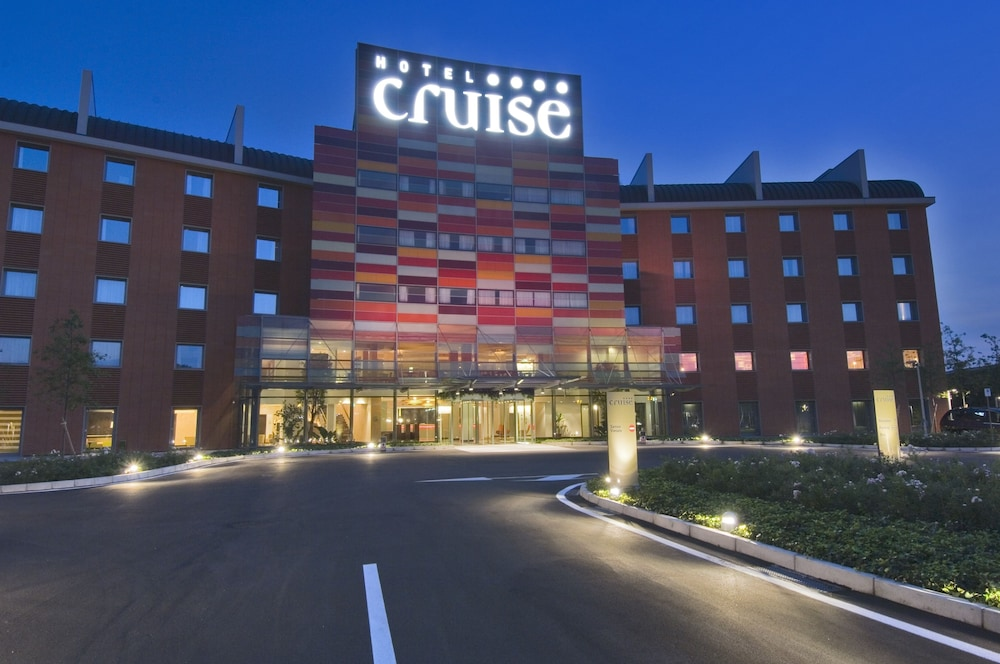 Front of Property - Evening/Night, Hotel Cruise