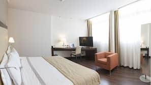 Daunenbettdecken, Minibar, Zimmersafe, individuell eingerichtet