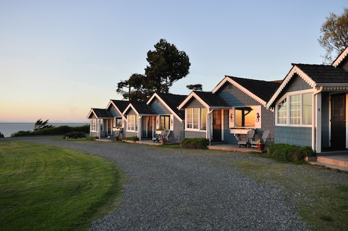 Juan De Fuca Cottages and Suites