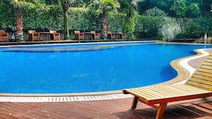 Indoor pool, seasonal outdoor pool, free cabanas, pool umbrellas