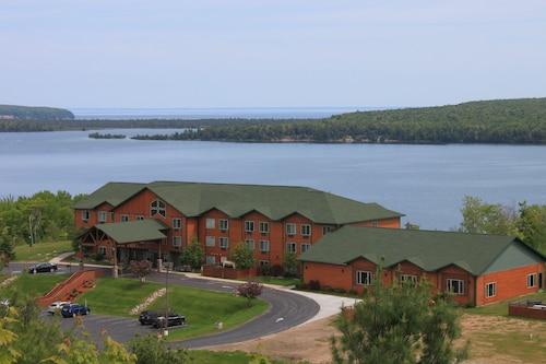 Holiday Inn Express Munising-Lakeview, an IHG Hotel
