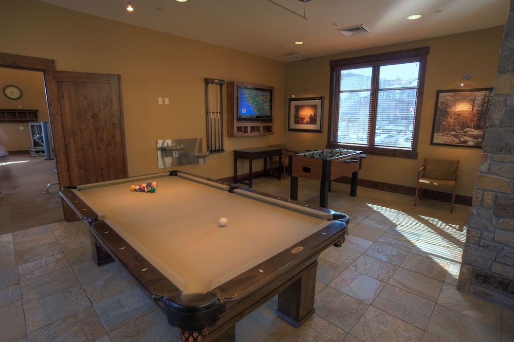 Billiards, Tahoe Mountain Lodging
