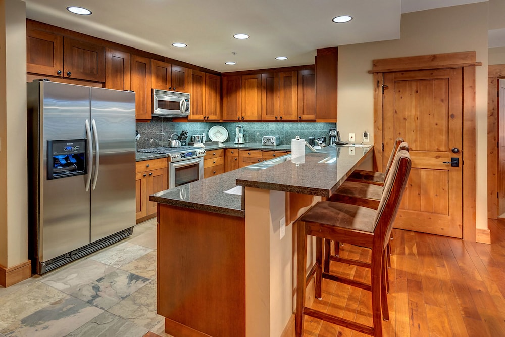 Private Kitchen, Tahoe Mountain Lodging