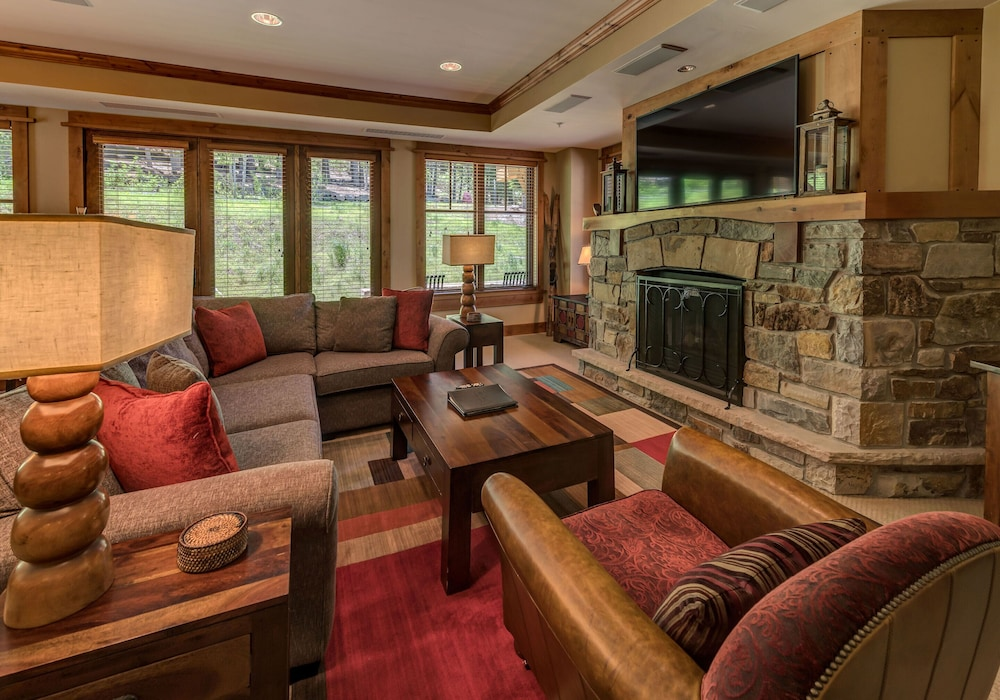 Living Room, Tahoe Mountain Lodging
