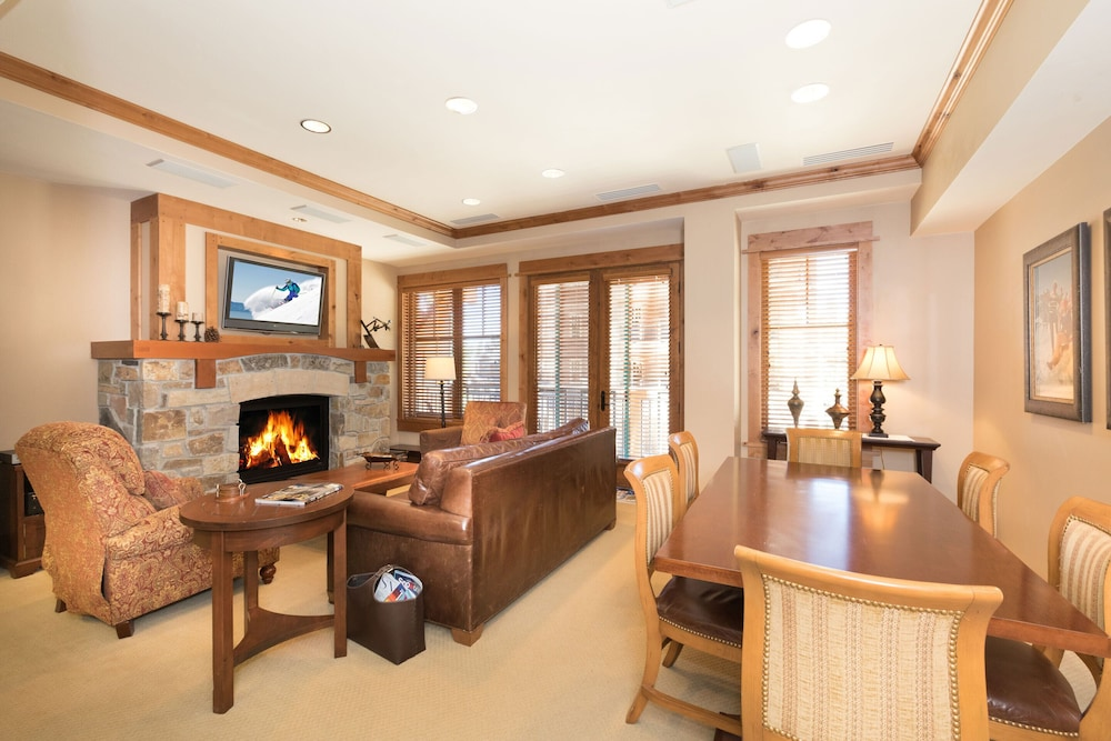 Living Area, Tahoe Mountain Lodging