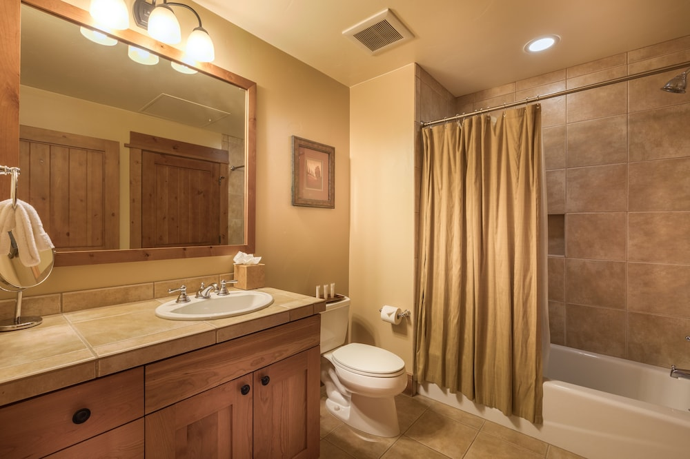 Bathroom, Tahoe Mountain Lodging