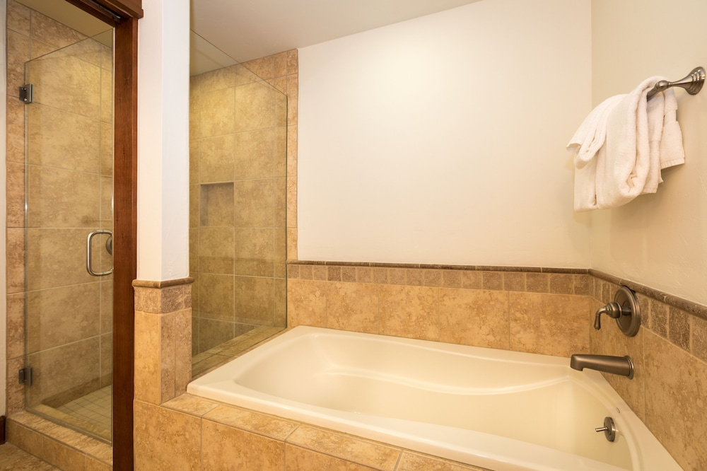 Deep Soaking Bathtub, Tahoe Mountain Lodging