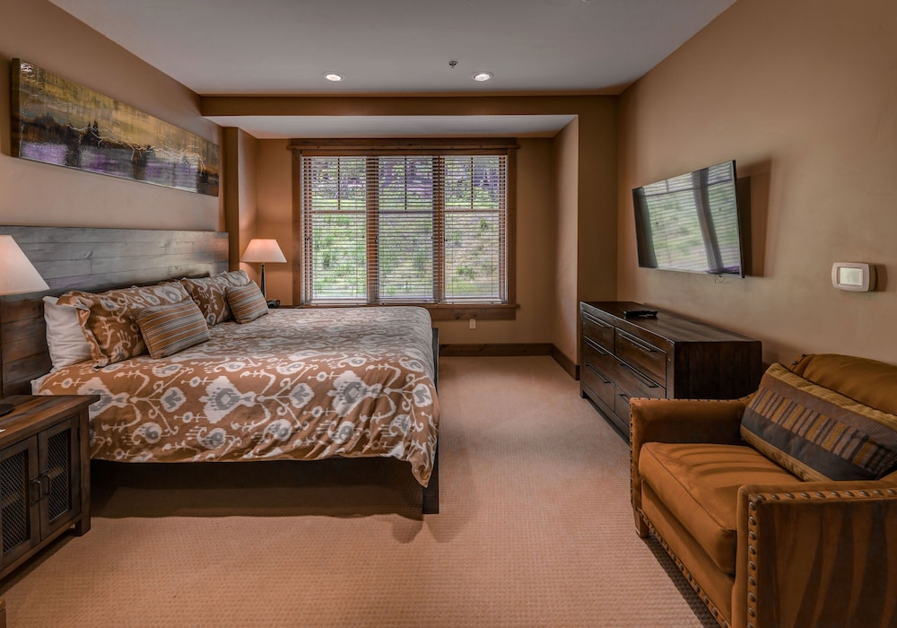 Room, Tahoe Mountain Lodging