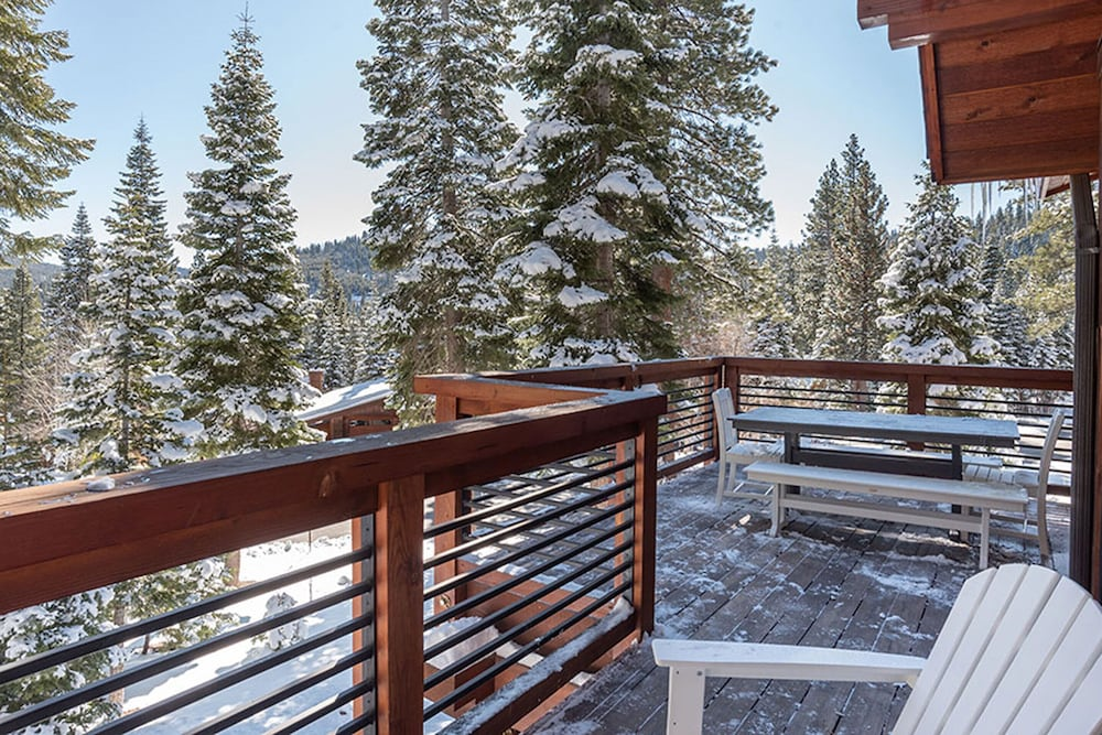 Balcony View, Tahoe Mountain Lodging