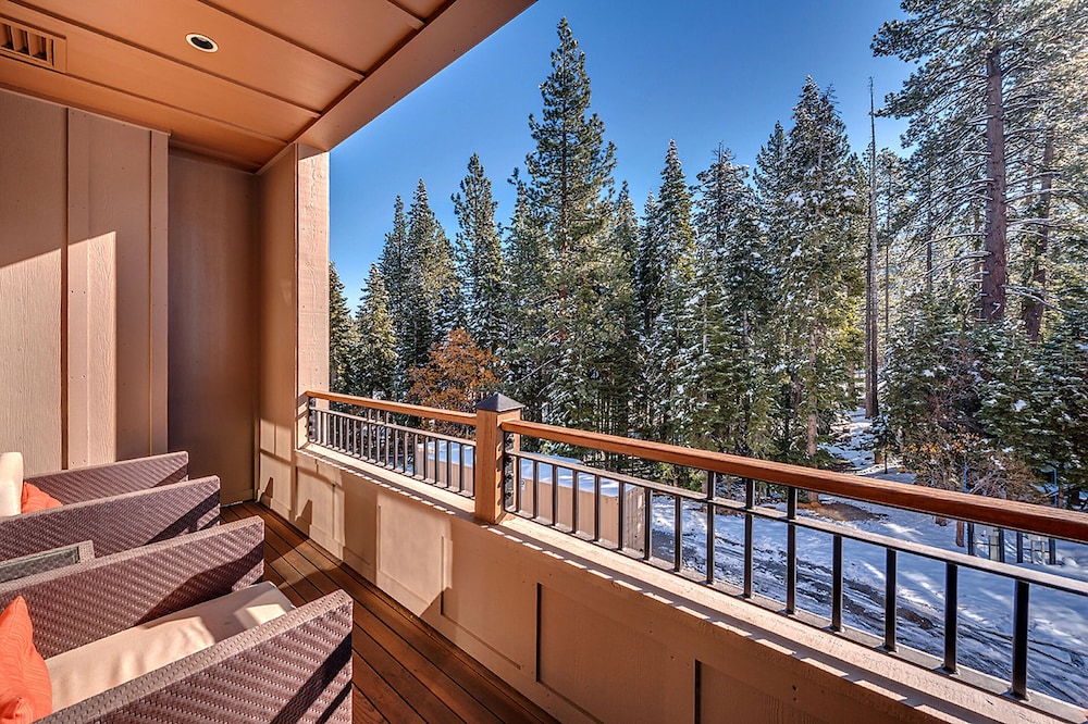 Balcony, Tahoe Mountain Lodging