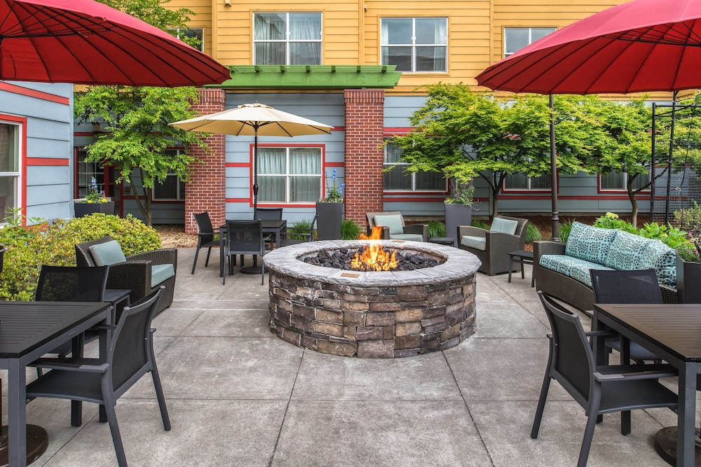 BBQ/Picnic Area, Residence Inn by Marriott Portland North