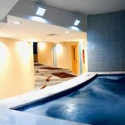 수영장 폭포