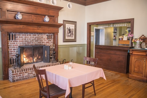 Check Expedia for Availability of Braeside Country Inn