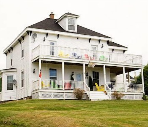 Great Place to stay Dolan's Inn & Suites near Pictou