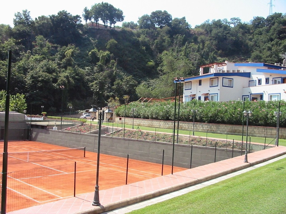 Tennis Court, Agave Hotel