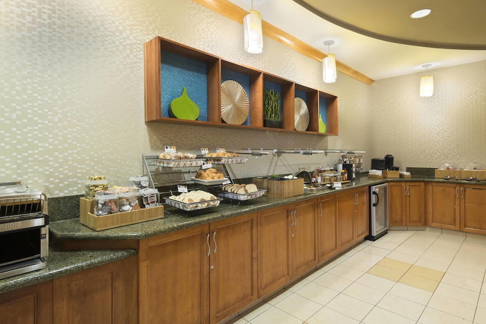 Breakfast Area, SpringHill Suites by Marriott Fort Myers Airport