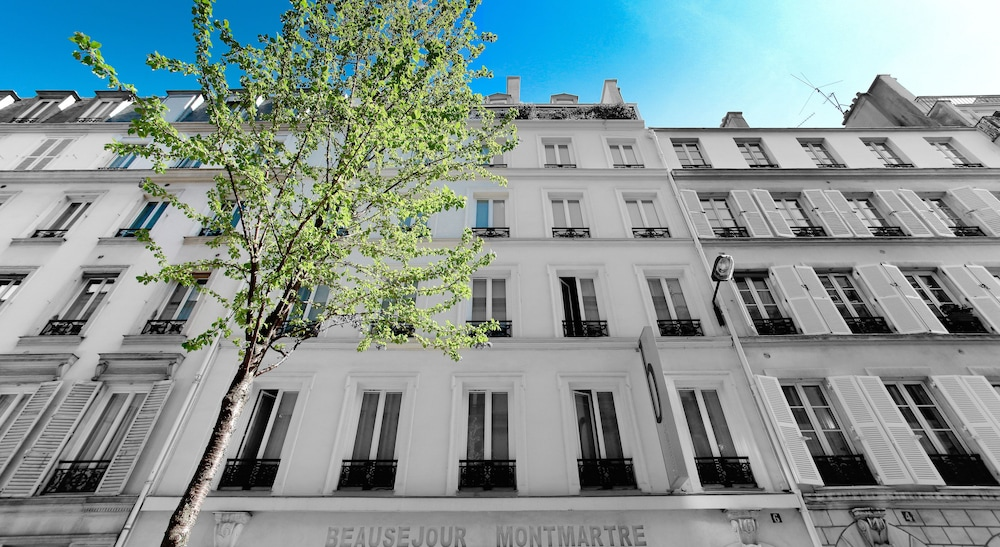 Front of Property, B Montmartre