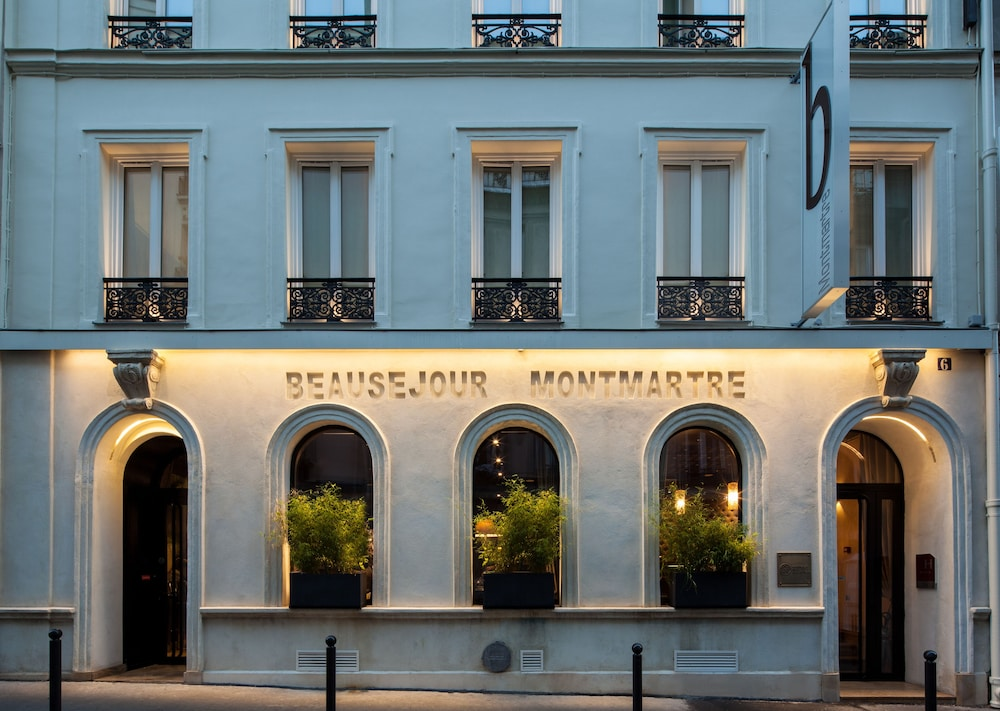 Front of Property - Evening/Night, B Montmartre