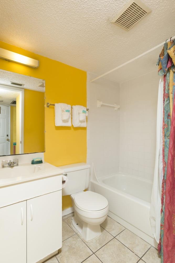 Beach quarters resort daytona in daytona beach hotel for Premier bathrooms daytona beach fl