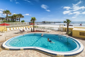 Beach Quarters Resort Daytona