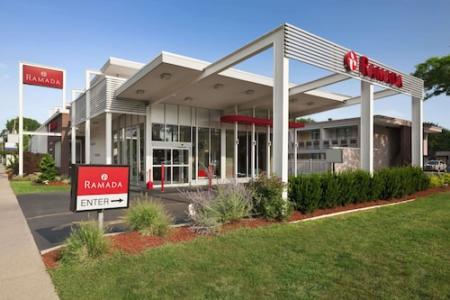 Ramada by Wyndham Rockville Centre