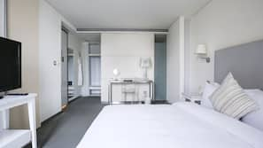 Premium bedding, down duvet, free minibar, in-room safe