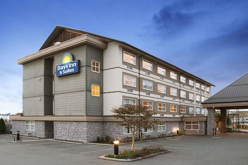 Days Inn & Suites by Wyndham Langley