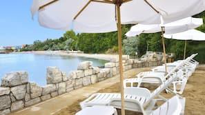 Free beach cabanas, beach bar