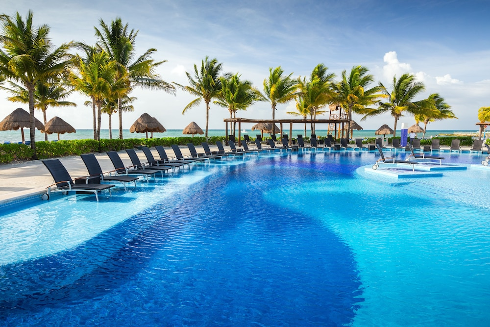Blue Bay Grand Esmeralda All Inclusive Playa Del Carmen