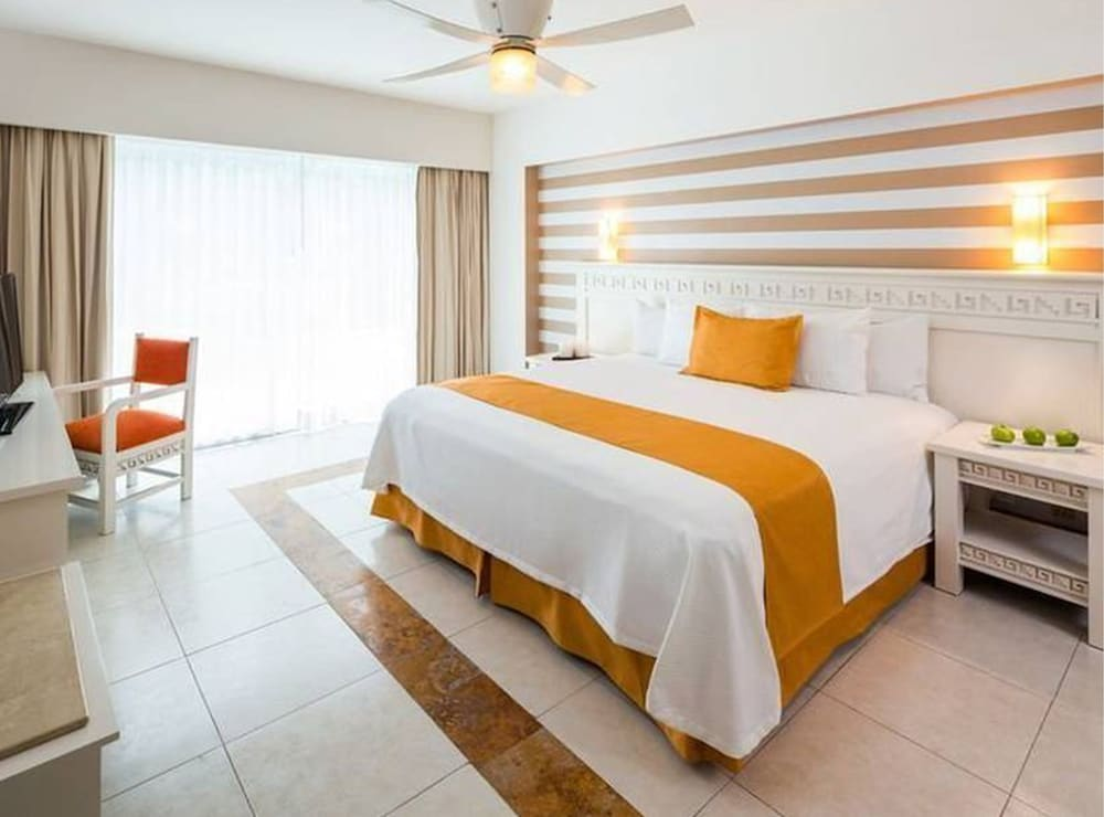 Room, Blue Bay Grand Esmeralda All Inclusive