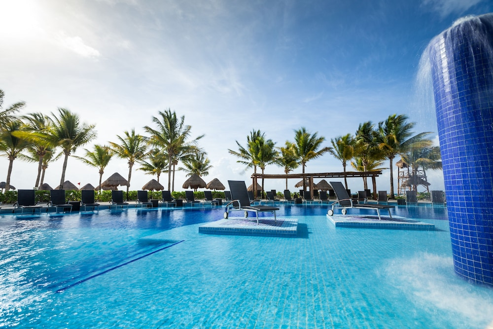 Outdoor Pool, Blue Bay Grand Esmeralda All Inclusive