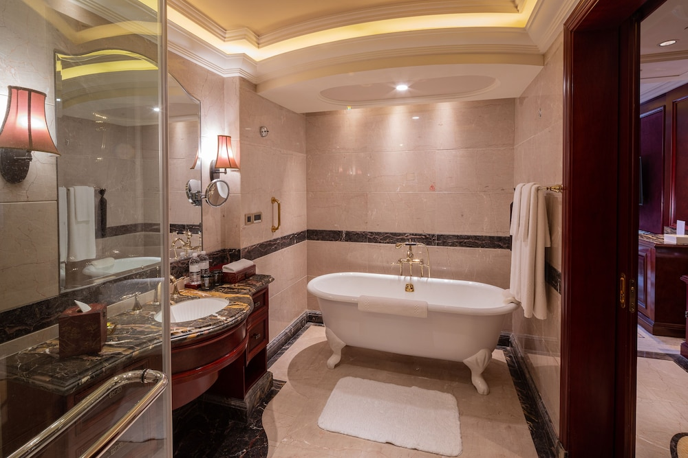 Bathroom, InterContinental Shanghai Ruijin