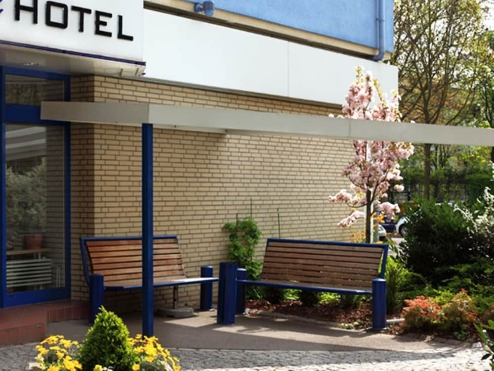 hamburg das kleine bad, elbbrücken hotel: 2018 room prices $71, deals & reviews | expedia, Design ideen