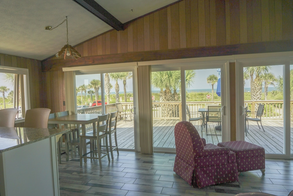 Dining room, Oceanview Lodge