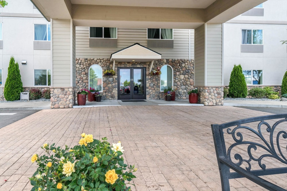 Exterior, Quality Inn & Suites at Olympic National Park