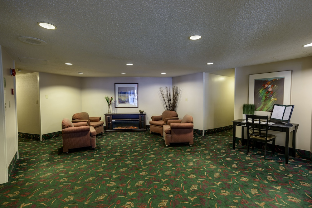 Lobby Sitting Area, Bow View Lodge