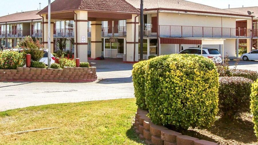 Econo Lodge And Suites Bricktown