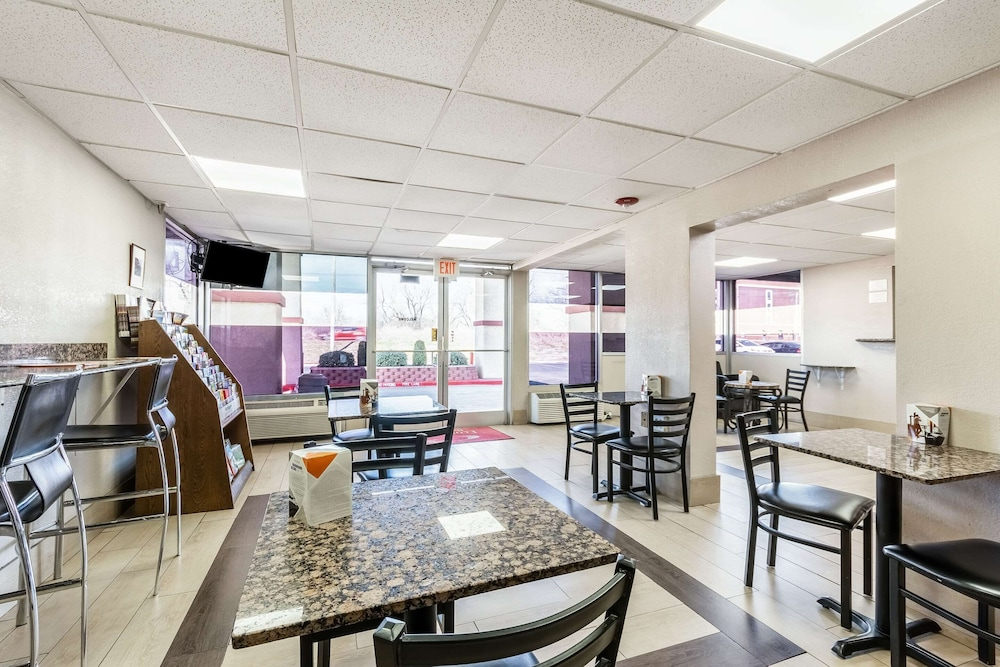 Breakfast Area, Econo Lodge And Suites Bricktown