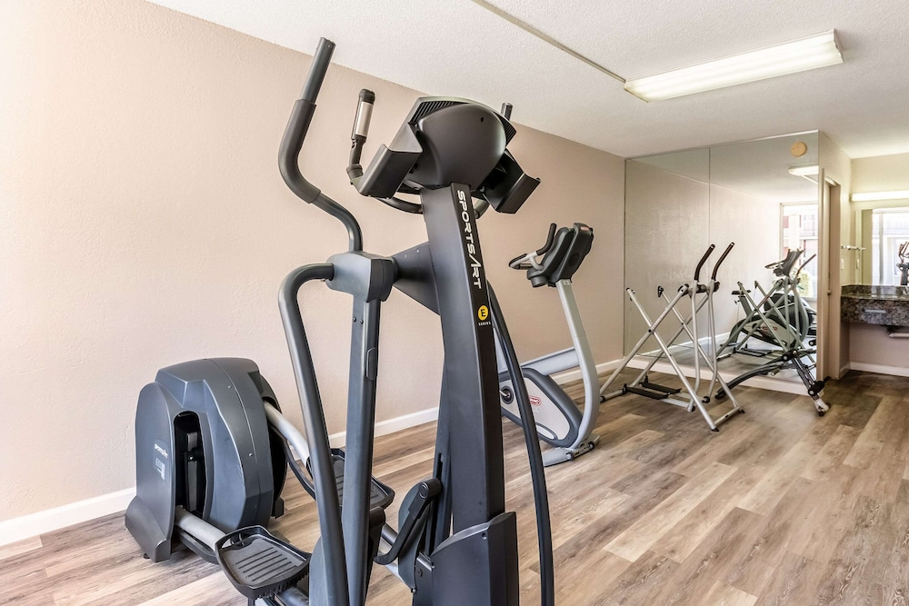 Fitness Facility, Econo Lodge And Suites Bricktown