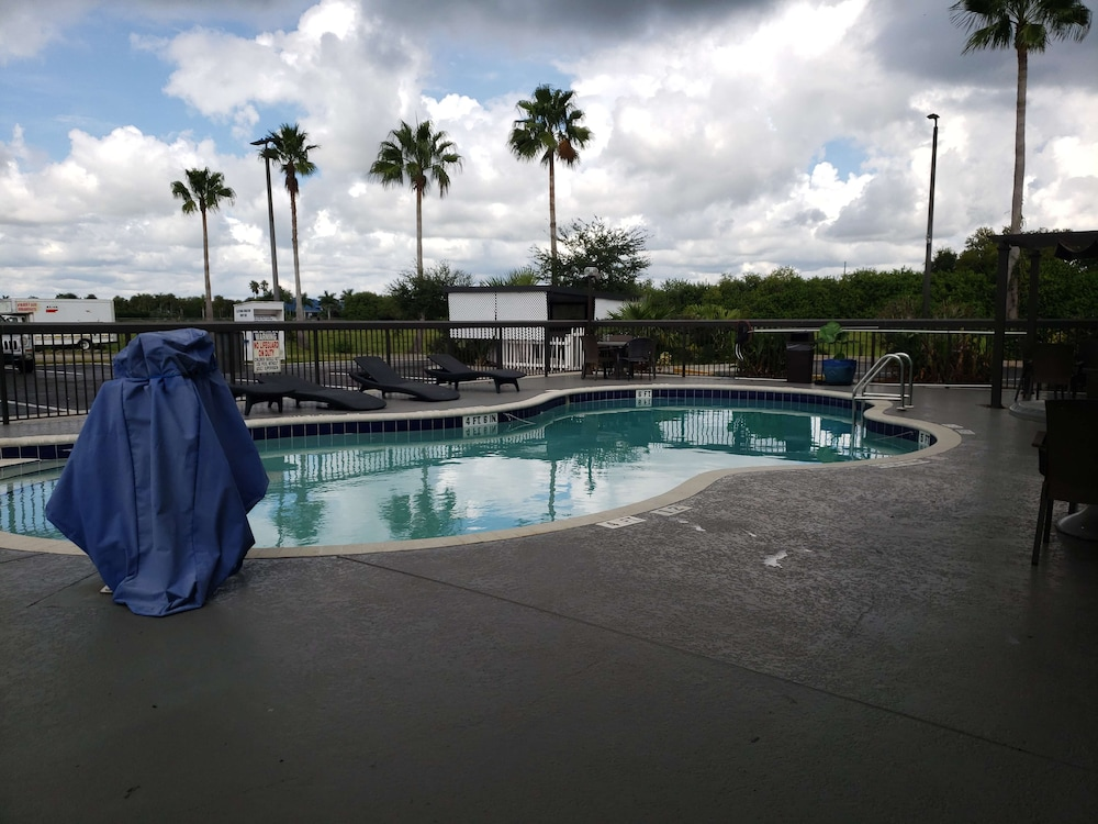 Pool, Best Western Lake Okeechobee
