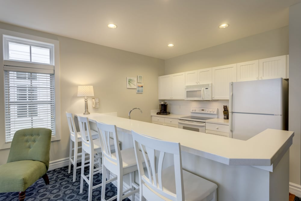 Private Kitchen, Cottages at Bay Harbor