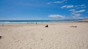 In Strandnähe, weißer Sandstrand